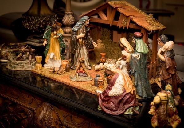 More decorations.   TONYA HARVEY/REAL ESTATE MILLIONS