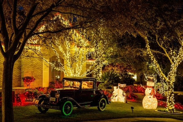 Automobile dealership owners Greg and Barbara Heinrich say they spent about $4,000 on Christmas decorations this year.  TONYA HARVEY/REAL ESTATE MILLIONS