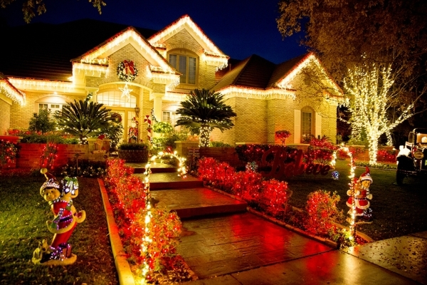 Greg and Barbara Heinrich's home is a bright spot in Henderson this holiday season.  TONYA HARVEY/REAL ESTATE MILLIONS