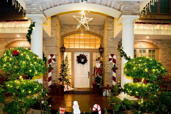 The Heinrich family goes all out every year to decorate their residence at 2335 Dolphin Court in Henderson.  TONYA HARVEY/REAL ESTATE MILLIONS