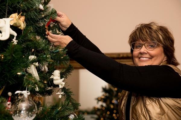 Barbara Heinrich decorates a Christmas tree inside her home.  TONYA HARVEY/REAL ESTATE MILLIONS
