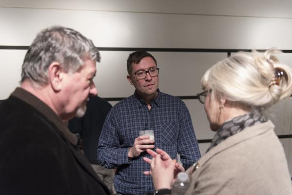Artist Franklin Evans, center, talks with Marilyn McIntyre, right, and James Harper at P3 Studio in The Cosmopolitan of Las Vegas in Las Vegas Wednesday, Dec. 9, 2015. Jason Ogulnik/Las Vegas Revi ...