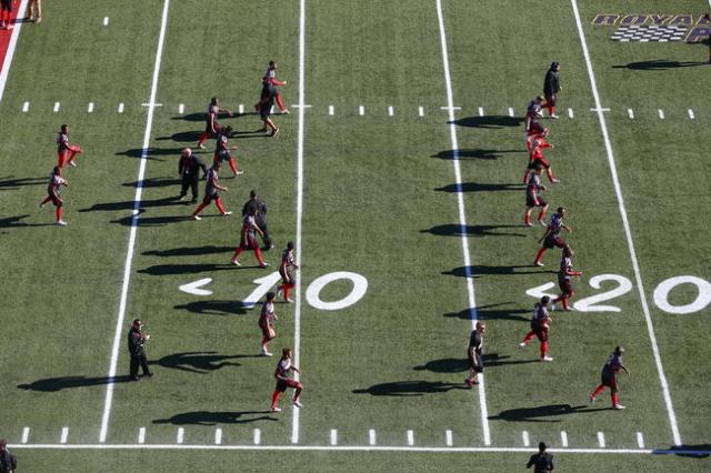 Utah players warm up before playing against BYU in the Las Vegas Bowl at Sam Boyd Stadium in Las Vegas on Saturday, Dec. 19, 2015. Chase Stevens/Las Vegas Review-Journal Follow @csstevensphoto