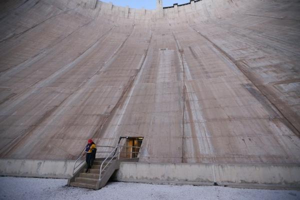 The roof of the central section of the Hoover Dam near Boulder City Thursday, Dec. 17, 2015. Erik Verduzco/Las Vegas Review-Journal Follow @Erik_Verduzco