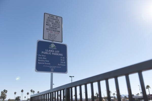 Signage for the Llama Lot located at 152 N. 9th St. in Las Vegas is seen Thursday, Dec. 31, 2015. Nearby residents, churches and businesses complain about loud noises when the lot is used by Downt ...
