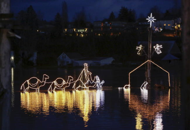 A Christmas-light nativity scene is pictured in the flood waters of the Snoqualmie River at NE Woodenville Duvall Road in Duvall, Washington December 9, 2015. REUTERS/Jason Redmond