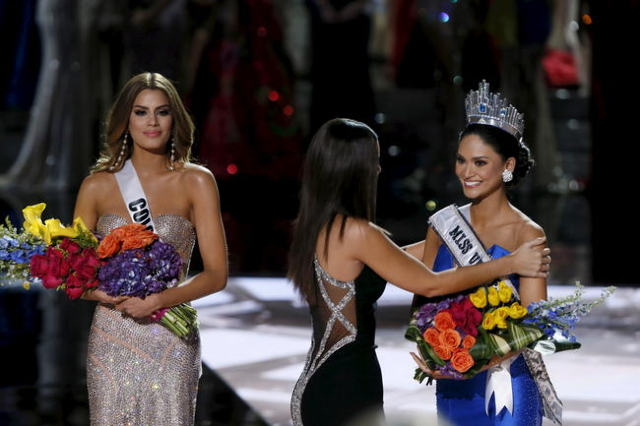 Miss Colombia Ariadna Gutierrez (L) stands by as Miss Universe 2014 Paulina Vega places the sash on Miss Philippines Pia Alonzo Wurtzbach during the 2015 Miss Universe Pageant in Las Vegas, Nevada ...