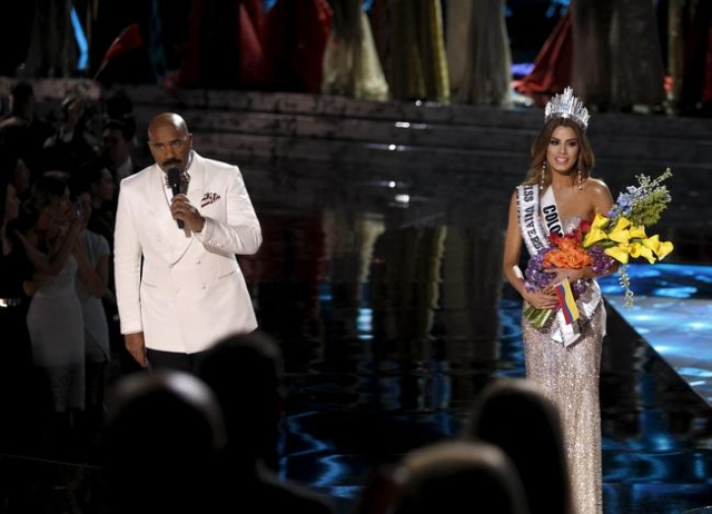 Host Steve Harvey speaks to the audience after Miss Colombia Ariadna Gutierrez (R) was crowned Miss Universe during the 2015 Miss Universe Pageant in Las Vegas, Nevada, December 20, 2015. Harvey s ...