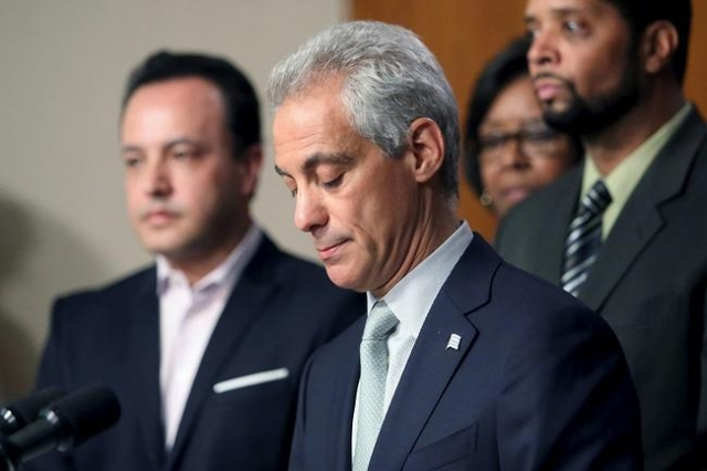 Chicago Mayor Rahm Emanuel holds a news conference in Chicago, Illinois December 30, 2015. (Reuters/Alex Wroblewski)