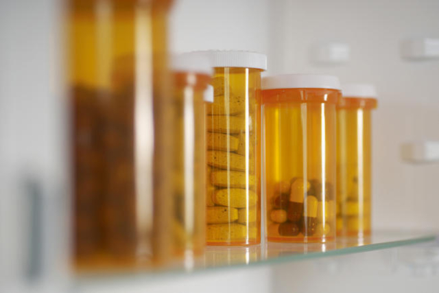 Bottles of pills in medicine cabinet (File/Thinkstock)