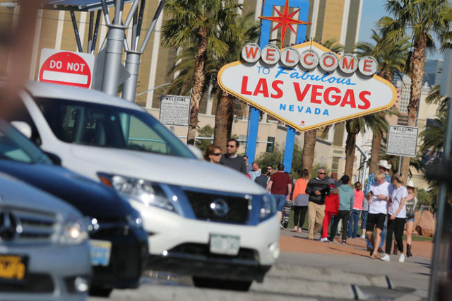 People wait in line to take photos at the Las Vegas welcome sign. (Brett Le Blanc/Las Vegas Review Journal) Follow @bleblancphoto