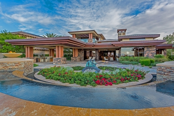 The home is owned by Las Vegas high-profile sports betting and golf course magnate Bill Walters and his wife, Susan. It's listed for nearly $5 million. COURTESY.