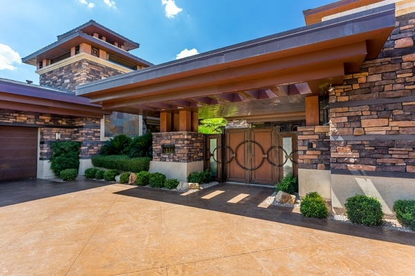 The home is owned by Las Vegas high-profile sports betting and golf course magnate Bill Walters and his wife, Susan. The Walters have created notable links in town including Bal Hai, south of Mand ...
