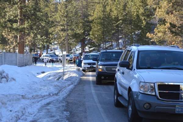 People and cars back up in Lee Canyon on Mount Charleston in December 2014. (Courtesy Lee Canyon winter resort via Mount Charleston Winter Alliance)