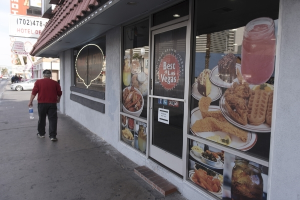 M M Soul Food Cafe Endures Thanks To Well Prepared Dishes Review