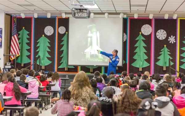 Former NASA astronaut Dr. Don Thomas talks to third graders about living and working in space at James B. McMillan Elementary School in Las Vegas on Wednesday, Jan. 6, 2016. Donavon Lockett/Las Ve ...