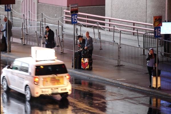 Passengers wait line to take a taxi cab at McCarran International Airport Terminal 1 on Tuesday, Jan. 5, 2016 in Las Vegas. Erik Verduzco/Las Vegas Review-Journal Follow @Erik_Verduzco