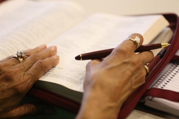 Gold Franklin follows along during a bible study session at Desert Springs United Methodist Church Thursday, Jan. 7, 2016, in Las Vegas. Rachel Aston/Las Vegas Review-Journal Follow @rookie__rae