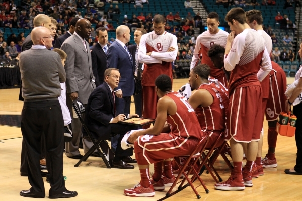 Oklahoma head coach Lon Kruger talks to his team during a time out in their MGM Grand Showcase game against Washington Saturday, Dec. 20, 2014. (Sam Morris/Las Vegas Review-Journal)