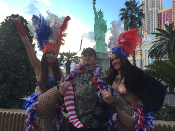 Before posing with Washington state tourist Forest Howard, center, on the Strip Friday, Jan. 7, 2016, street performers Sabella Acuna, left, and Jessica Ojeda, right, said they oppose requiring wo ...