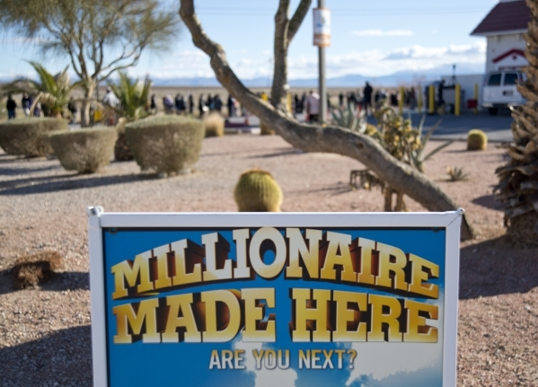 A sign entices people to enter the line outside the Primm Valley Lotto Store just over the California border near Primm on Friday, Jan. 8, 2016. (Daniel Clark/Las Vegas Review-Journal)