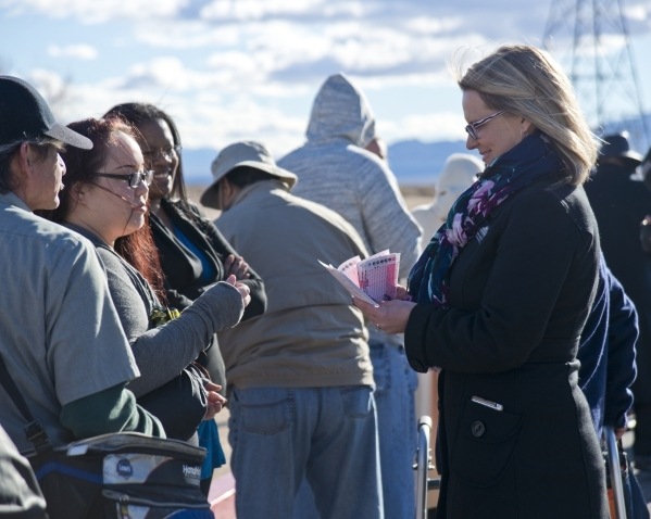 Shana Gerety, right, hands out forms for people picking their own numbers outside the Primm Valley Lotto Store just over the California border near Primm on Friday, Jan. 8, 2016. (Daniel Clark/Las ...