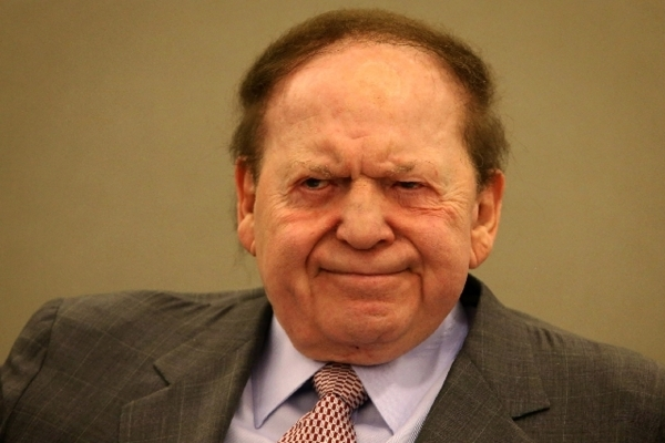 Las Vegas Sands Chairman and CEO Sheldon Adelson listens while attorney John O'Malley, representing Hong Kong businessman Richard Suen, questions him in 2013 in District Court.   Las Vegas R ...