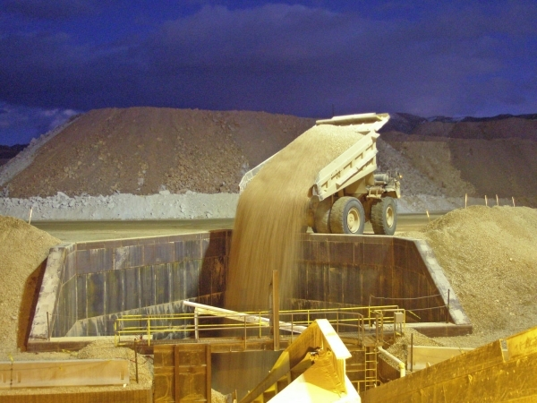 Gold mining companies try to charm stockholders over ...