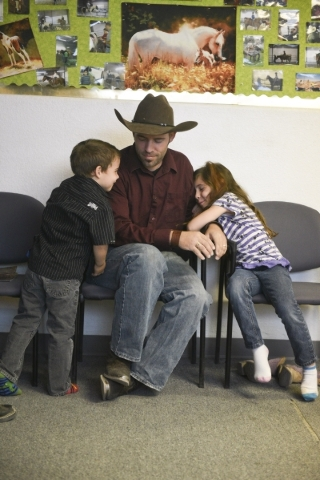 From left, Alexander Rogers, 4, Paul Rogers, and Laura Rogers, 7, sit in the lobby at Paradise Ranch in Las Vegas as Paul was interviewed, Monday, June 1, 2015. (Jason Ogulnik/Las Vegas Review-Jou ...