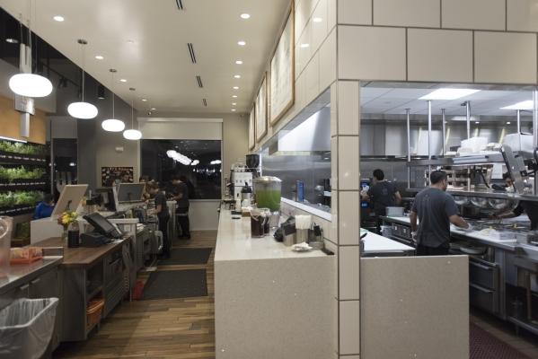 Restaurant staff work at Lyfe Kitchen at 140 S. Green valley Pkwy. in Henderson on Saturday, Jan. 16, 2016. Jason Ogulnik/Las Vegas Review-Journal