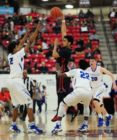 Findlay Prep guard Markus Howard, middle, passes while Bishop Gorman guards Jamal Bey (2) Christian Popoola (22) defend in the fourth quarter of their prep basketball game at the South Point Arena ...