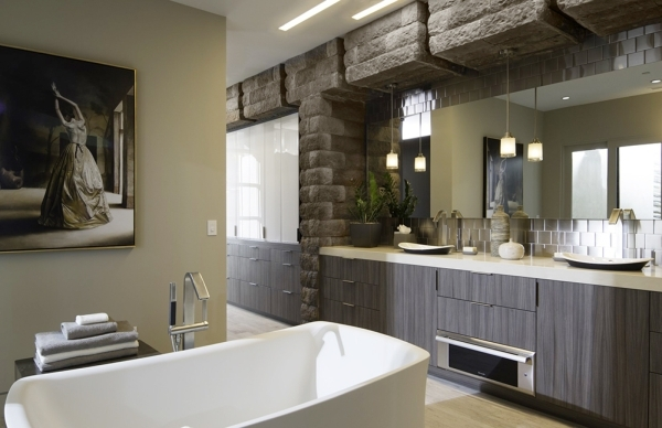 The master bath. COURTESY
