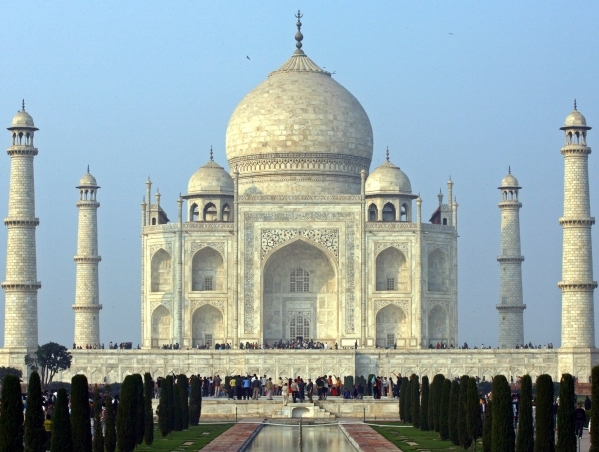 Tourists stand in front of the historic Taj Mahal in the northern Indian city of Agra. VIJAY MATHUR/REUTERS