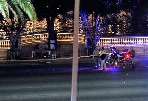 Las Vegas police investigate a shooting along Las Vegas Boulevard in front the of the Bellagio hotel-casino on Friday, Jan. 22, 2016, in Las Vegas. David Becker/Las Vegas Review-Journal