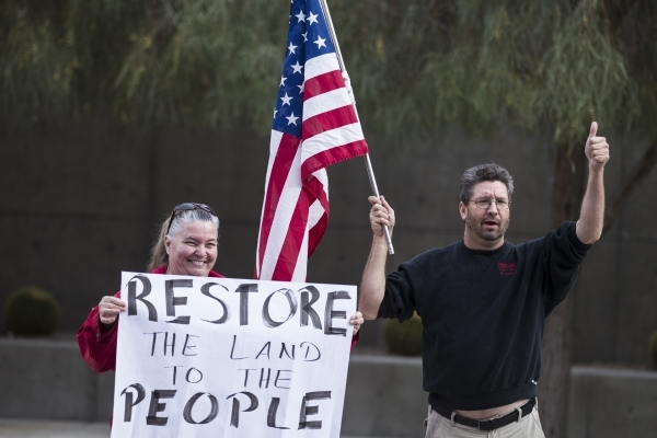"""Karen Steelmon, left, and Greg Whalen, supporters of the Bundy family, rally in support of what they call """"victims of federal oppression"""" outside of the Lloyd George U.S. Courthouse on S ..."""