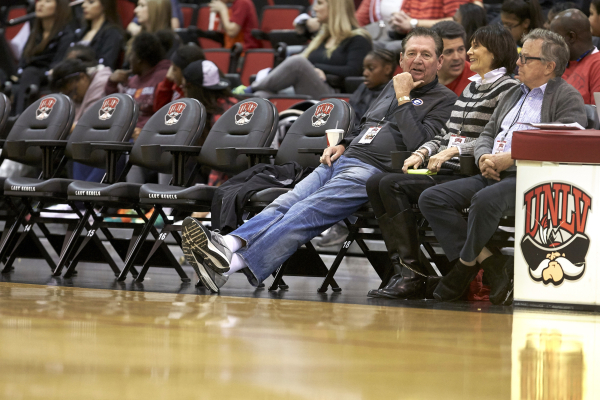 Former Nevada governor Bob Miller, left, takes in the UNLV vs. UNR women's basketball game from the new courtside seats at Cox Pavilion on Jan. 23, 2016. (Marsh Starks/UNLV Photo Services)