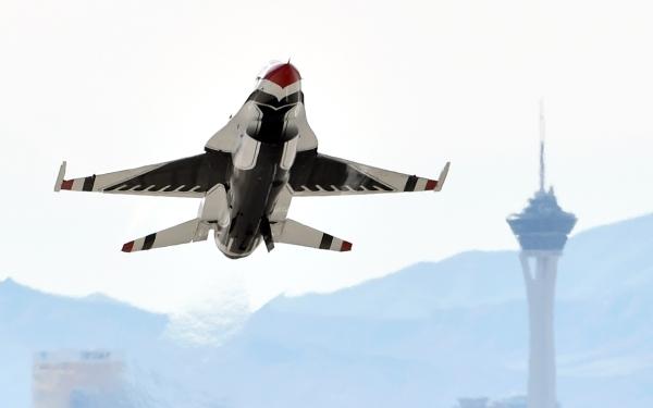 A USAF Thunderbirds F-16 jet takes off at Nellis Air Force Base on Monday, Jan. 25, 2016, in Las Vegas. David Becker/Las Vegas Review-Journal