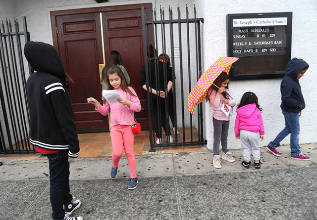 Children wait for church service outside St. Joseph's Catholic Church in downtown Las Vegas on Sunday, Jan. 31, 2016. (Rachel Aston/Las Vegas Review-Journal Follow @ rookie__rae)