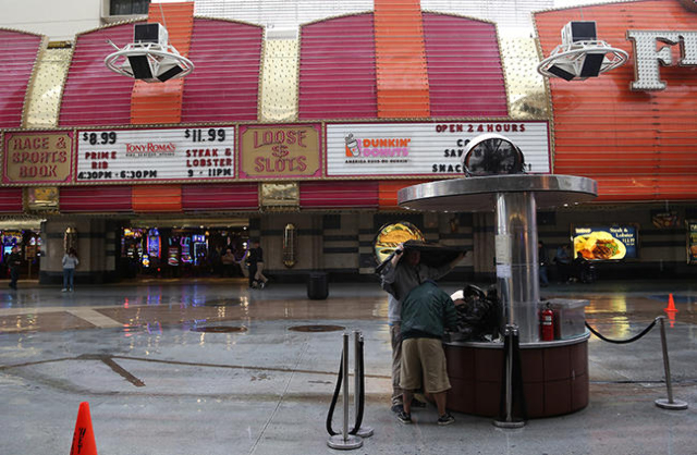 Street Vendors attempt to cover their products from the rain in downtown Las Vegas on Sunday, Jan. 31, 2016. (Rachel Aston/Las Vegas Review-Journal Follow @ rookie__rae)
