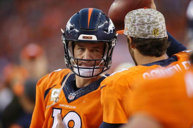 Nov 15, 2015; Denver, CO, USA; Denver Broncos quarterback Peyton Manning (18) looks at quarterback Brock Osweiler (17) on the sidelines after being benched during the second half against the Kansa ...