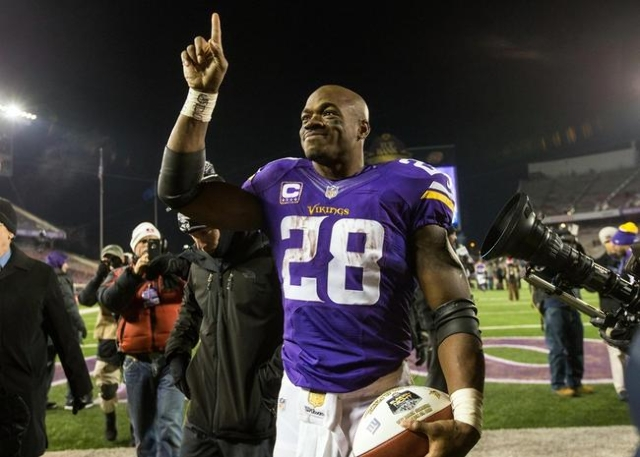 Dec 27, 2015; Minneapolis, MN, USA; Minnesota Vikings running back Adrian Peterson (28) acknowledges the fans following the game against the New York Giants at TCF Bank Stadium. The Vikings defeat ...