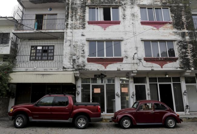 A view of the apartment  building where Ethan Couch, 18, and his mother, Tonya Couch, stayed in in the Pacific beach resort of Puerto Vallarta, Mexico, Dec. 30, 2015. (Reuters)