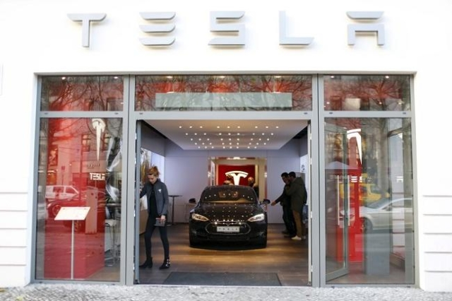 A Tesla car 'Model S' sits in a dealership in Berlin, Germany, November 18, 2015. (Reuters/Hannibal Hanschke)