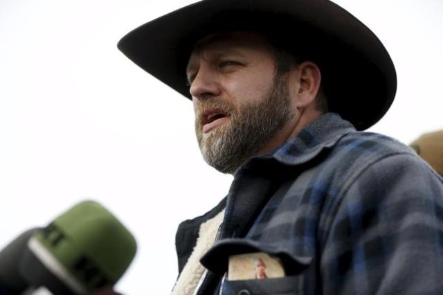 Ammon Bundy addresses the media at the Malheur National Wildlife Refuge near Burns, Oregon, January 4, 2016. REUTERS/Jim Urquhart