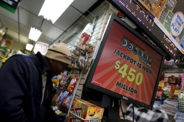 A man buys tickets for the Wednesday's Powerball lottery drawing at a convenience store in the Manhattan borough of New York City, January 6, 2015. (Mike Segar/Reuters)