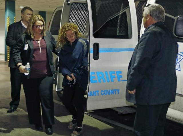 Tonya Couch, center, is escorted by a sheriff's deputy as she arrives at the Tarrant County Jail in Fort Worth, Texas, Jan. 7, 2016.  (Paul Moseley/Ft. Worth Star-Telegram/Reuters)