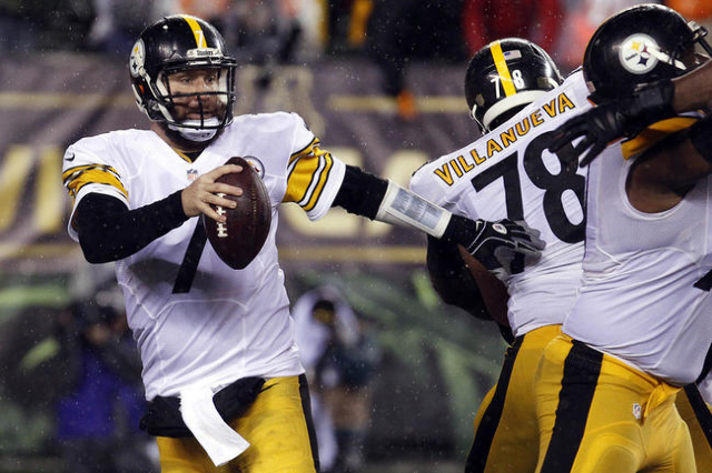 Pittsburgh Steelers quarterback Ben Roethlisberger (7) scrambles with the ball during the fourth quarter against the Cincinnati Bengals in the AFC Wild Card playoff football game at Paul Brown Sta ...