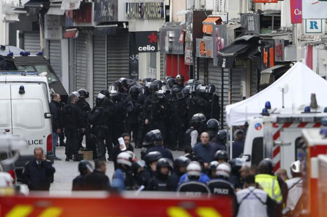 Members of French special RAID forces gather on the scene in Saint-Denis, near Paris, France, November 18, 2015 to catch fugitives from Friday night's deadly attacks in the French capital. ( ...