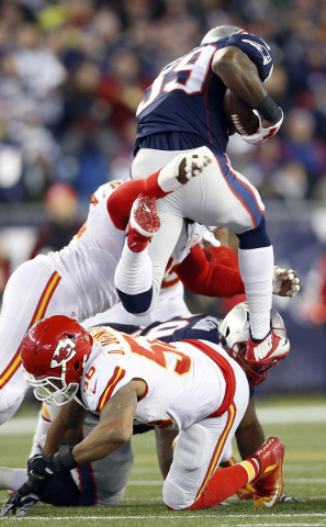 ansas City Chiefs outside linebacker Tamba Hali (91) tackles New England Patriots running back Steven Jackson (39) during the second quarter in the AFC Divisional round playoff game at Gillette St ...