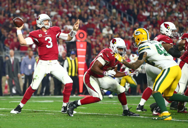 Arizona Cardinals quarterback Carson Palmer (3) throws a pass against the Green Bay Packers during the third quarter in a NFC Divisional round playoff game at University of Phoenix Stadium. Mandat ...